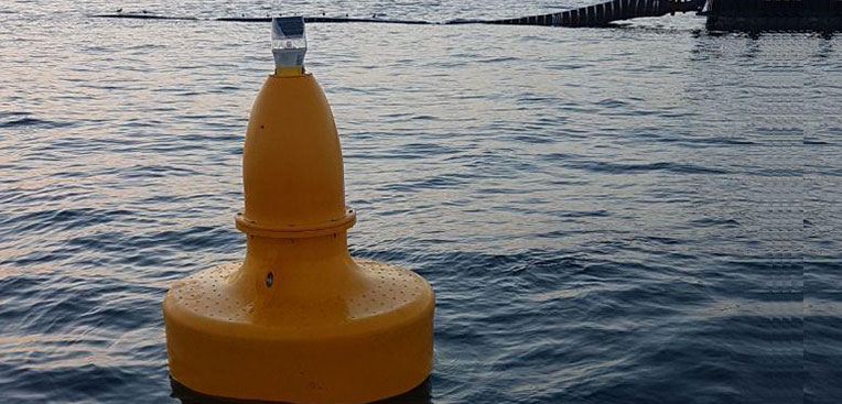 nstallation-of-Sealite-SLB1500-buoy-fitted-with-the-new-SL75-GPS-3-to-5nm-Compact-Lantern.--Installed-around-a-Desalination-Intake-Screen-in-Oman.